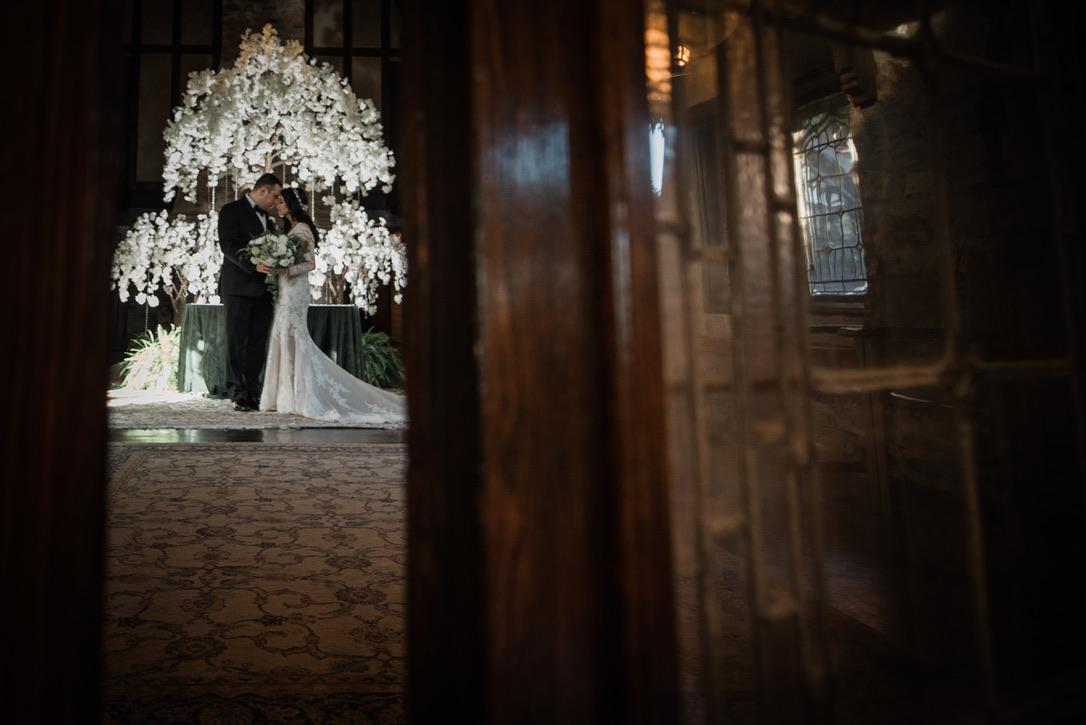 saint-clements-castle-wedding-flowers-candis-floral-creations-13