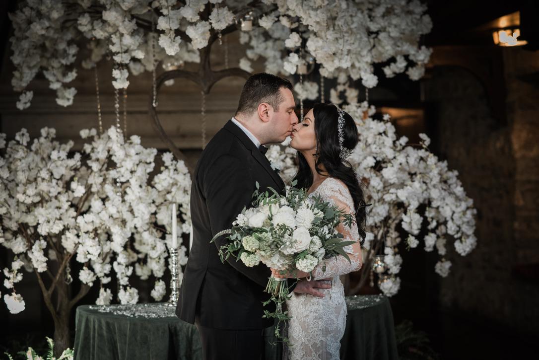 saint-clements-castle-wedding-flowers-candis-floral-creations-16