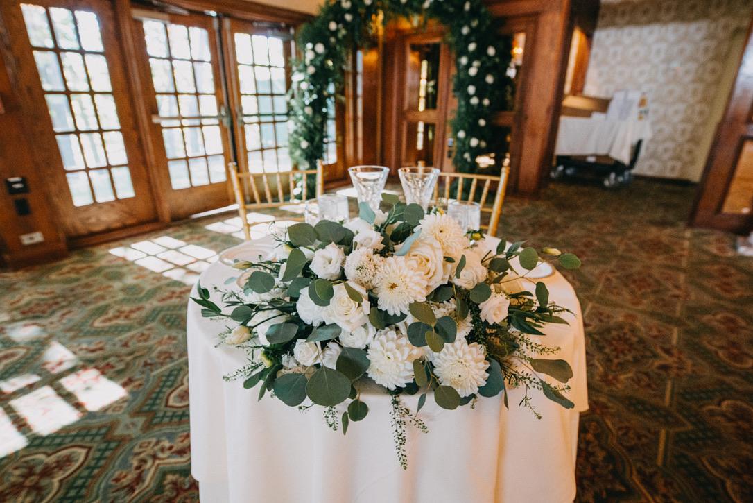 saint-clements-castle-wedding-flowers-candis-floral-creations-20